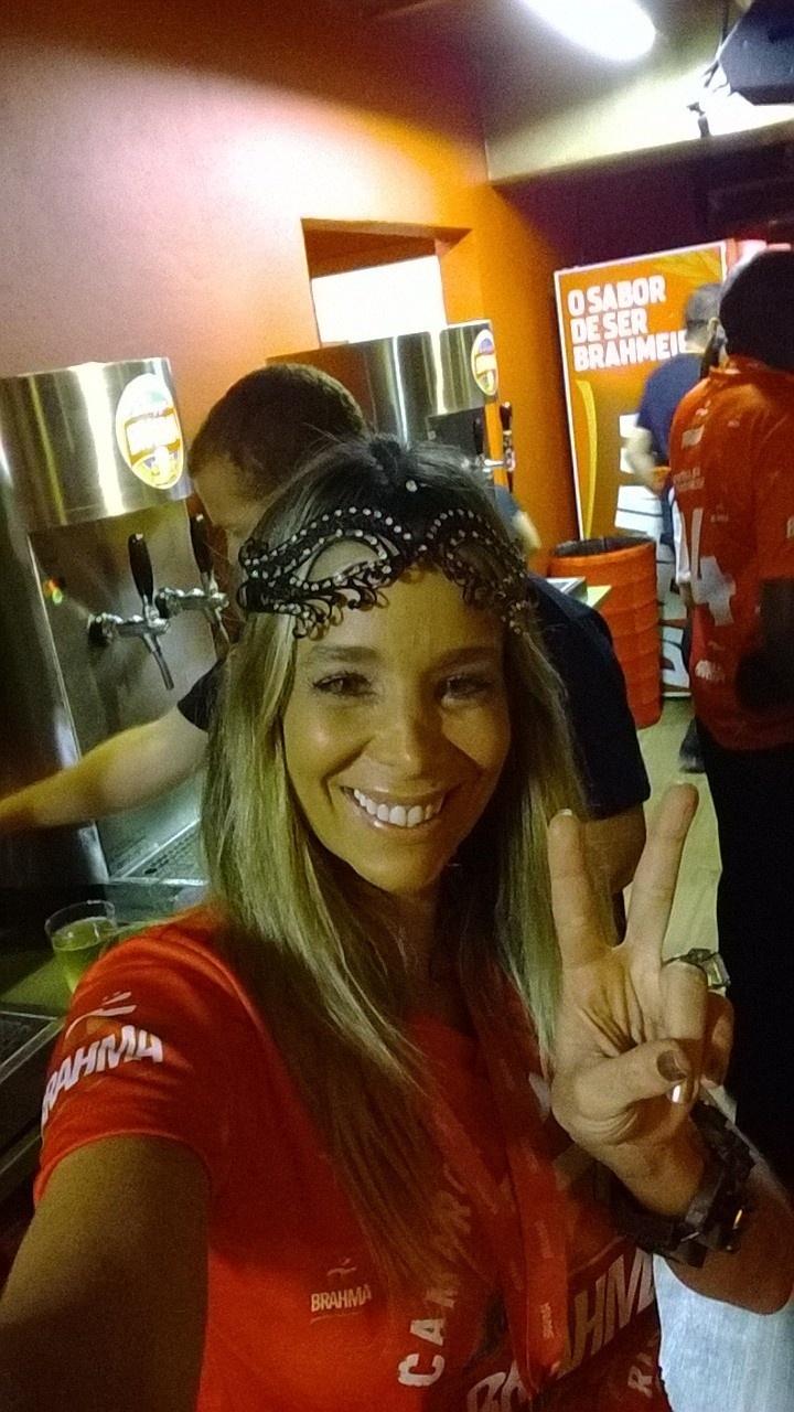 2.mar.2014 - Atriz Danielle Winits assiste aos desfiles da primeira noite no Rio de Janeiro