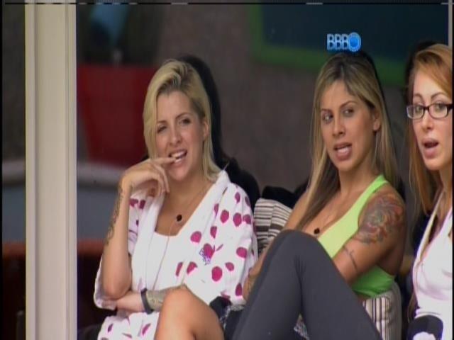 2.mar.2014 - Brincando, Clara esnoba Marcelo