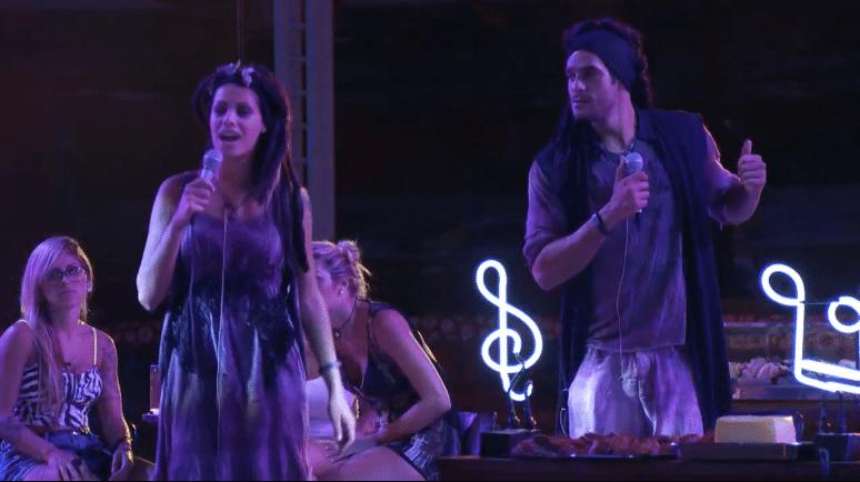 2.mar.2014 - Diego critica Franciele e manda ela largar o microfone durante Festa Karaokê