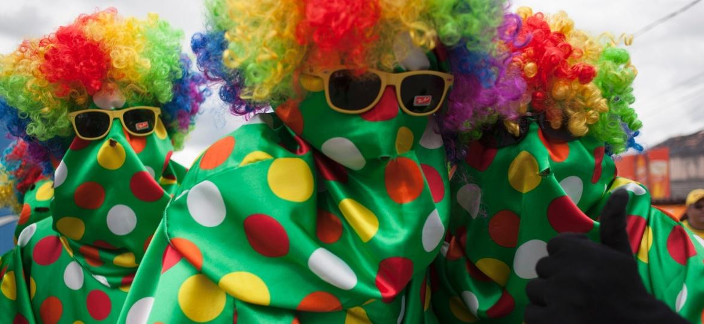 Foliões mascarados em bloco de Carnaval - Geyson Magno - 2.mar.2014/UOL