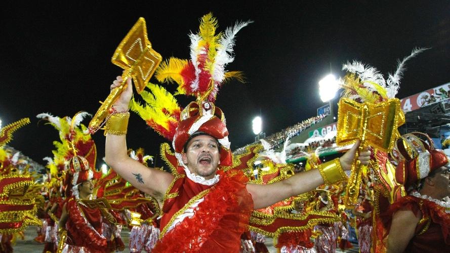 2.mar.2014 - Império da Tijuca, campeã do Grupo de Acesso no Carnaval 2013, desfila na Sapucaí