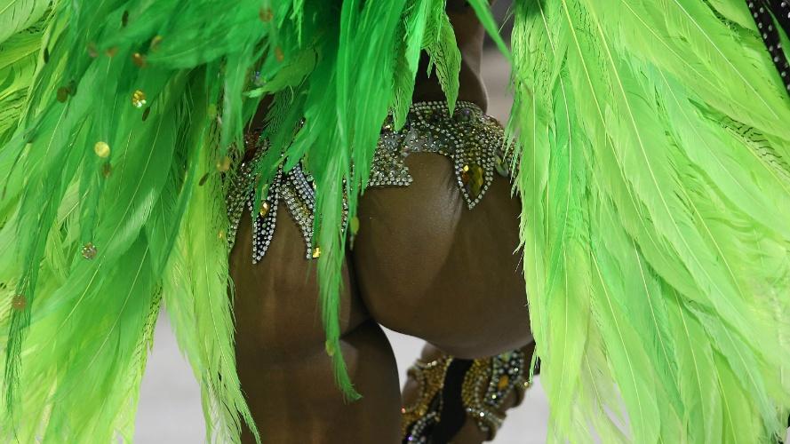 2.mar.2014 - Império da Tijuca é a primeira escola a entrar na avenida neste domingo, primeiro dia do Carnaval carioca