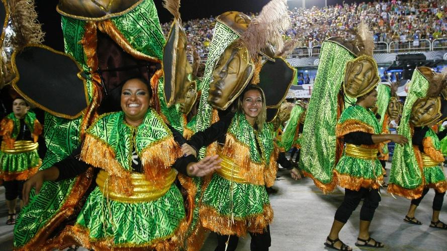 "2.mar.2014 - Império da Tijuca falou das raízes africanas da batucada brasileira com o enredo ""Batuk"""