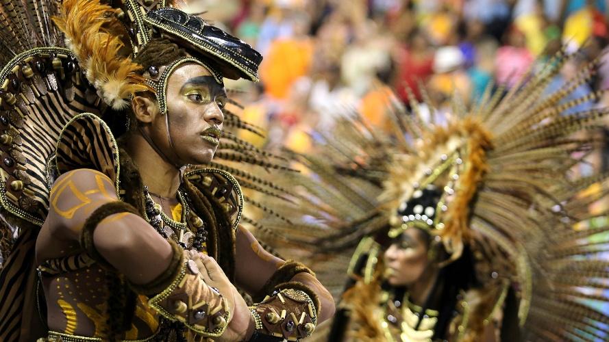 2.mar.2014 - Império da Tijuca, primeira escola a desfilar no Rio neste domingo (2), foi vencedora do Grupo de Acesso na edição 2013 do Carnaval carioca