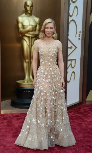 """2.mar.2014 - Indicada ao prêmio de Melhor Atriz por """"Blue Jasmine"""", Cate Blanchett chega ao tapete vermelho"""