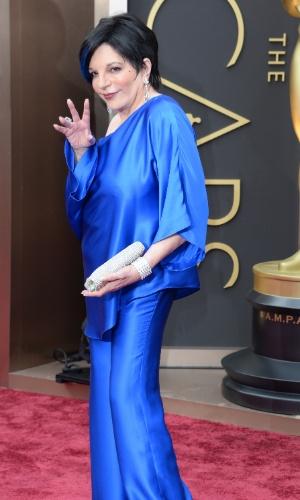 2.mar.2014 - Liza Minnelli chega ao tapete vermelho do Oscar 2014