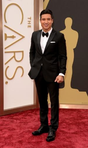 2.mar.2014 - Mario López chega ao tapete vermelho do Oscar 2014