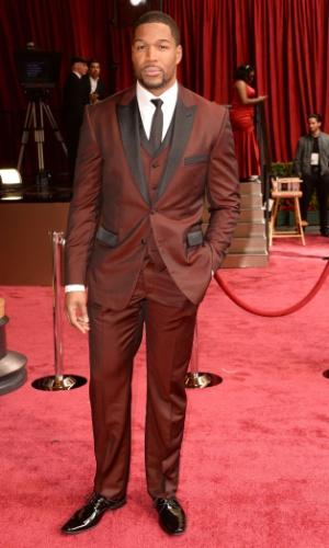 2.mar.2014 - Michael Strahan chega ao tapete vermelho da 86ª edição do Oscar
