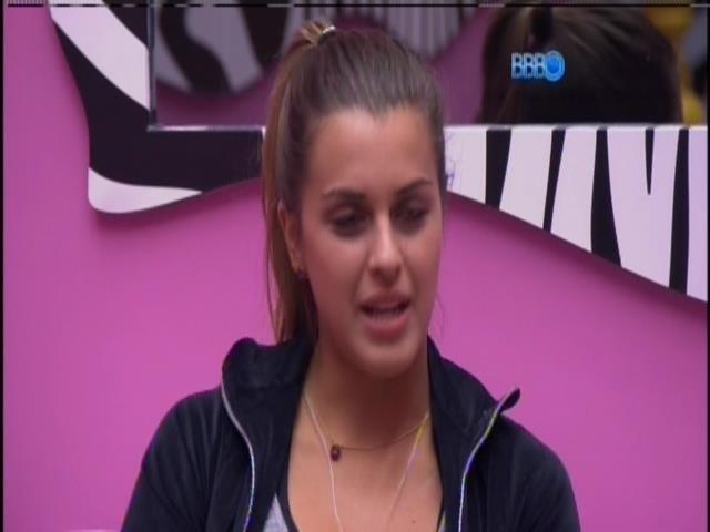 """2.mar.2014 - """"Não quero ficar com ele todo dia"""", diz Angela sobre Marcelo"""