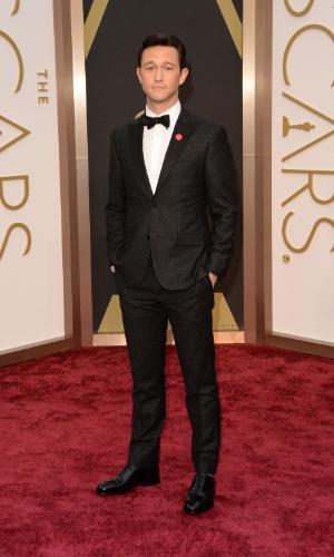 2.MAR.2014 - O ator Joseph Gordon-Levitt é fotografado ao chegar à cerimônia do Oscar 2014