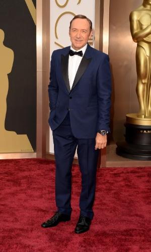 2.mar.2014 - O ator Kevin Spacey chega ao Oscar 2014