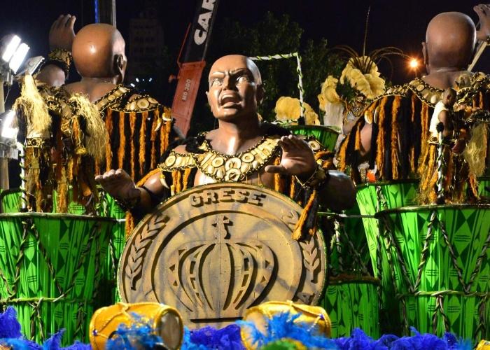 2.mar.2014 - O carro abre-alas da Império da Tijuca, primeira escola a desfilar no Carnaval do Rio, na concentração da Sapucaí