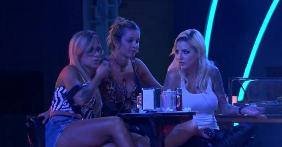 2.mar.2014 - Vanessa, Clara e Tatiele falam de Franciele