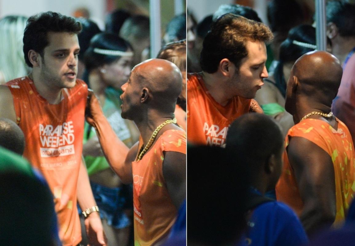 2.mar.2014- O ator Lui Mendes (direita) foi flagrado no momento de uma discussão em um camarote da Sapucaí durante o desfile do Grupo de Acesso do Rio, segundo informações da agência de fotografias Ag. News
