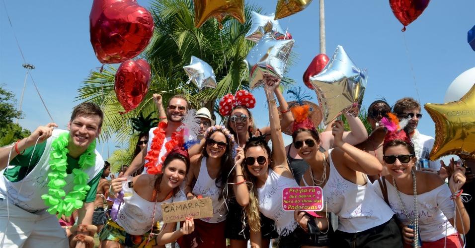 03.mar.2014 - Inspirado nos Beatles, o bloco do Sargento Pimenta atraiu cariocas e turistas na capital fluminense.