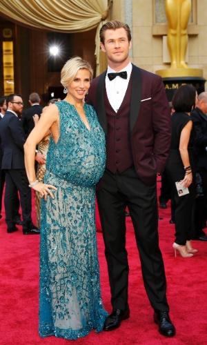 2.mar.2014 - A atriz Elsa Pataky e seu marido, Chris Hemsworth, chegam ao tapete vermelho do Oscar 2014