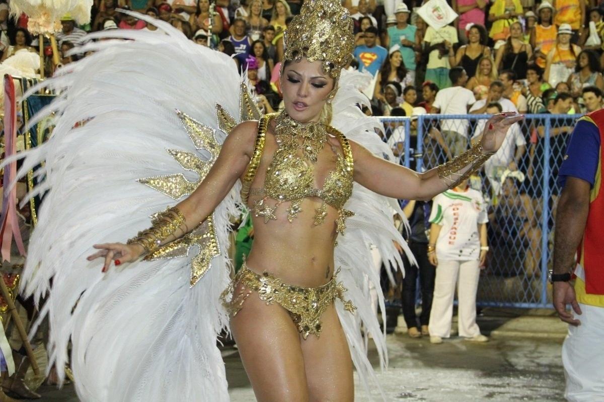 2.mar.2014 - Antônia Fontenelle desfila pela Grande Rio na Sapucaí