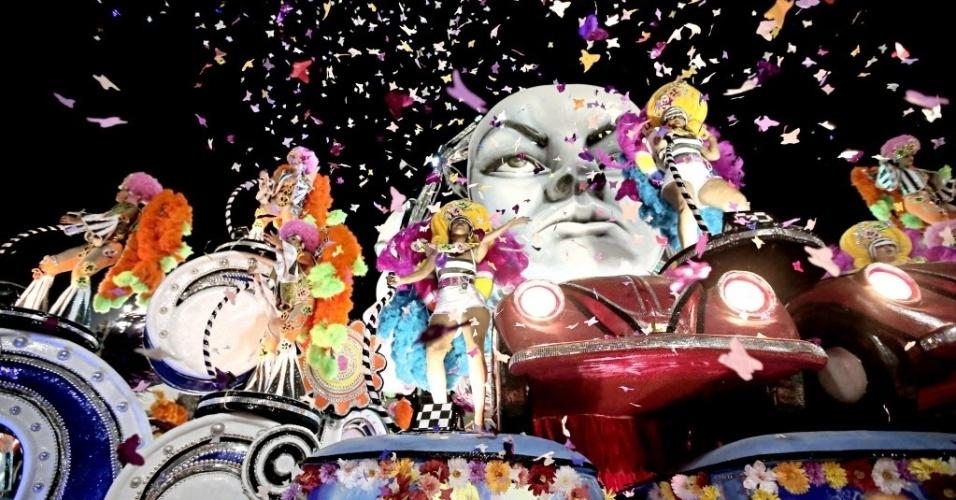 2.mar.2014 - Com 3,2 mil componentes divididos em 34 alas, São Clemente canta o enredo