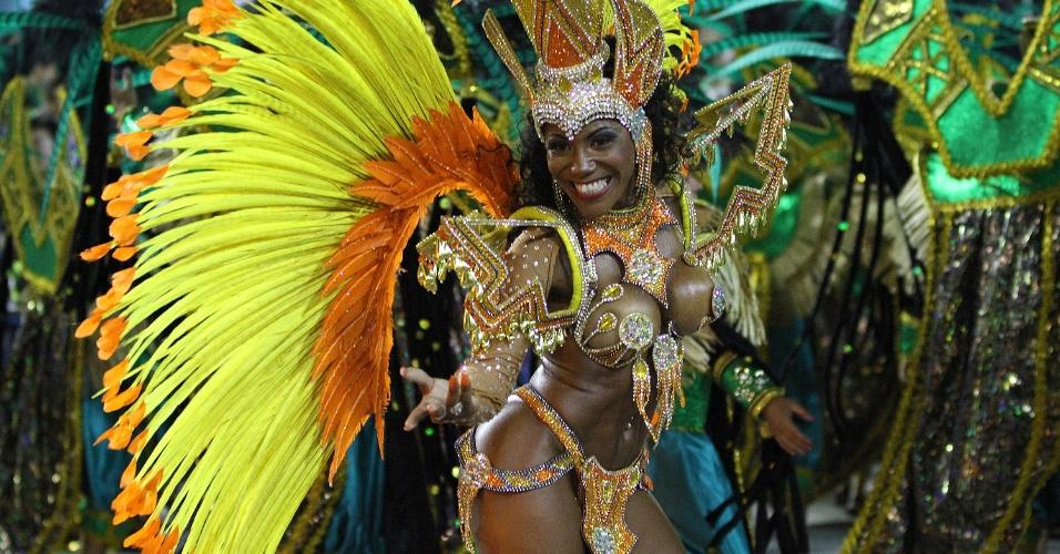 2.mar.2014 - Império da Tijuca, campeã do Grupo de Acesso do Carnaval 2013, desfila no primeiro dia do Grupo Especial no Rio