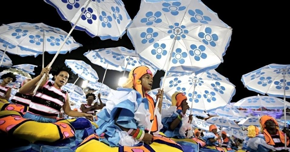 2.mar.2014 - Passistas mostram seu samba na Sapucaí. Com samba-enredo