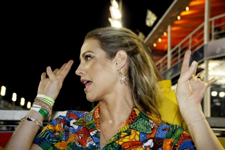 3.mai.2014 - Luana Piovani se prepara para desfilar pela Mocidade Independente de Padre Miguel