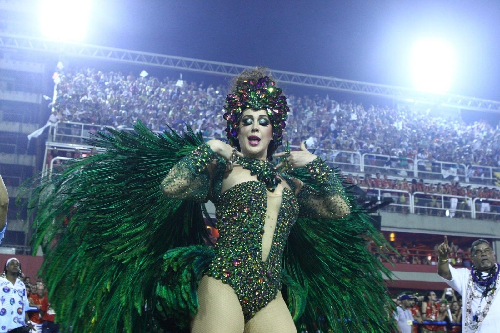 3.mar.2013 - Cláudia Raia desfila pela Beija-Flor, que traz o enredo