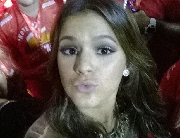 3.mar.2014 - Bruna Marquezine posa em camarote no Carnaval do Rio de Janeiro