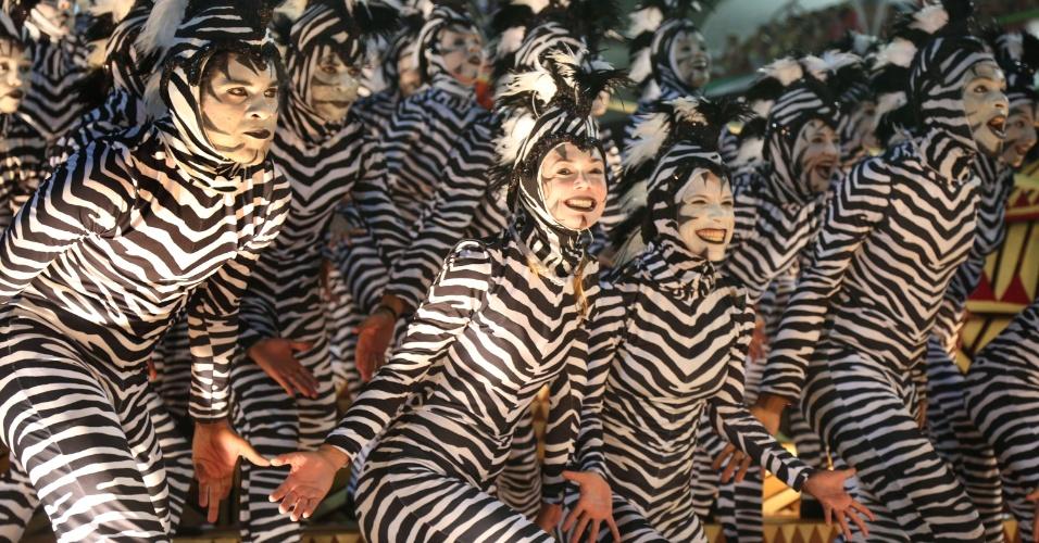 3.mar.2014 - Com 28 zebras, carro faz homenagem a um dos fundadores da Salgueiro, Djalma Sabiá