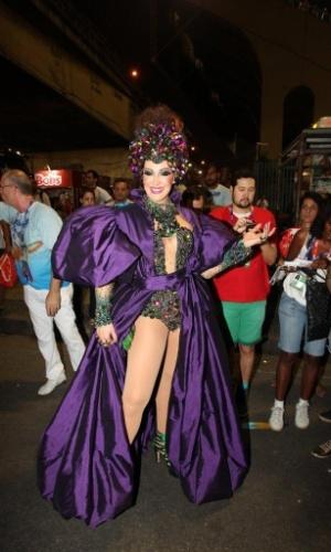 3.mar.2014 - Claudia Raia chega à Sapucaí para desfilar pela Beija-Flor