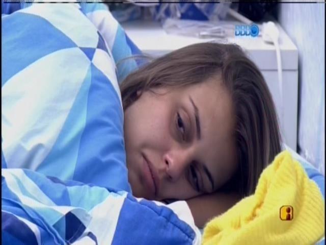 3.mar.2014 - Emparedadas continuam na cama após o toque de despertar