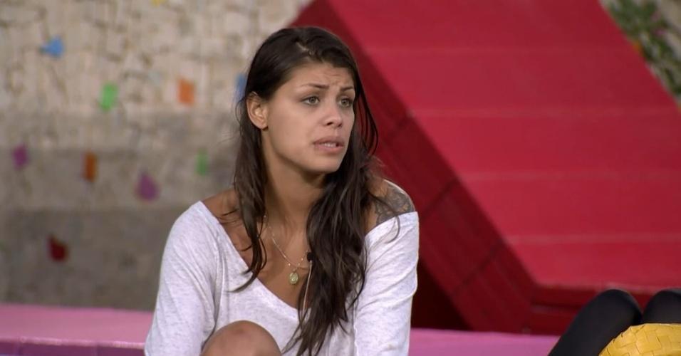 """3.mar.2014 - Franciele detona Vanessa: """"Não tenho mais paciência com ela"""""""