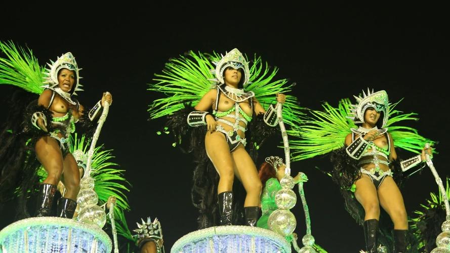 3.mar.2014 - Integrantes da Mocidade Independente de Padre Miguel durante desfile