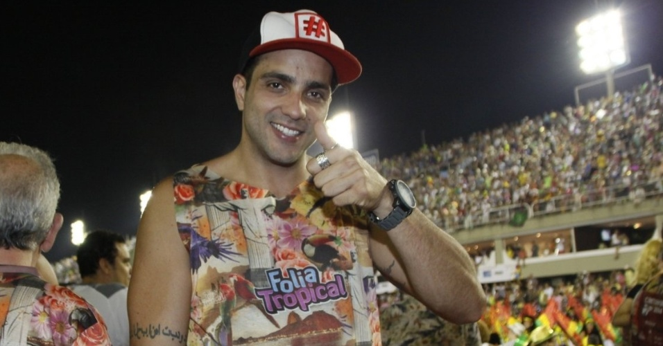3.mar.2014 - Junior se diverte em primeiro dia de desfiles do Grupo Especial no Sambódromo do Rio de Janeiro