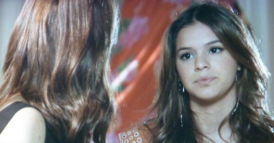 3.mar.2014 - Luiza não dá trégua e provoca a mãe falando em Laerte