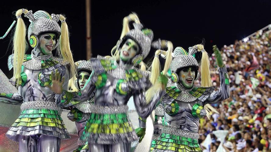 3.mar.2014 - Mocidade Independente de Padre Miguel é a primeira escola a desfilar na Sapucaí no segundo dia do Carnaval paulistano