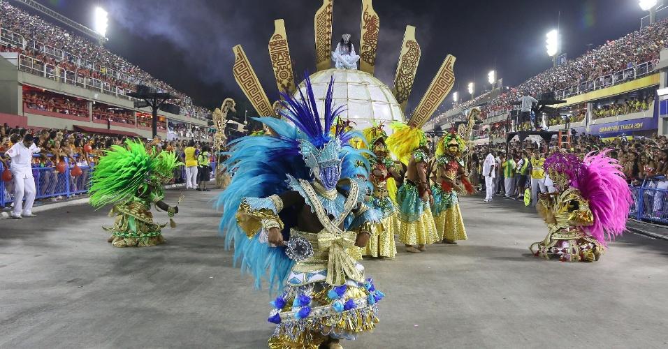 3.mar.2014 - Na comissão de frente os dançarinos representam 4 orixás, 10 guardiões e Gaia, a criadora da Terra