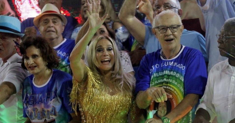 3.mar.2014 - Rosamaria Murtinho, Susana Vieira e Ney Latorraca desfilam em carro da Beija-Flor, que homenageou Boni em seu desfile