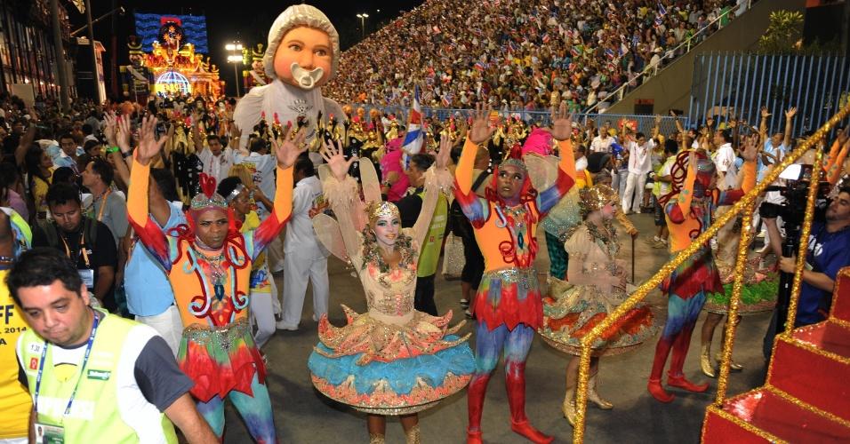 3.mar.2014 - União da Ilha leva à Sapucaí enredo inspirado em brincadeiras e na infância