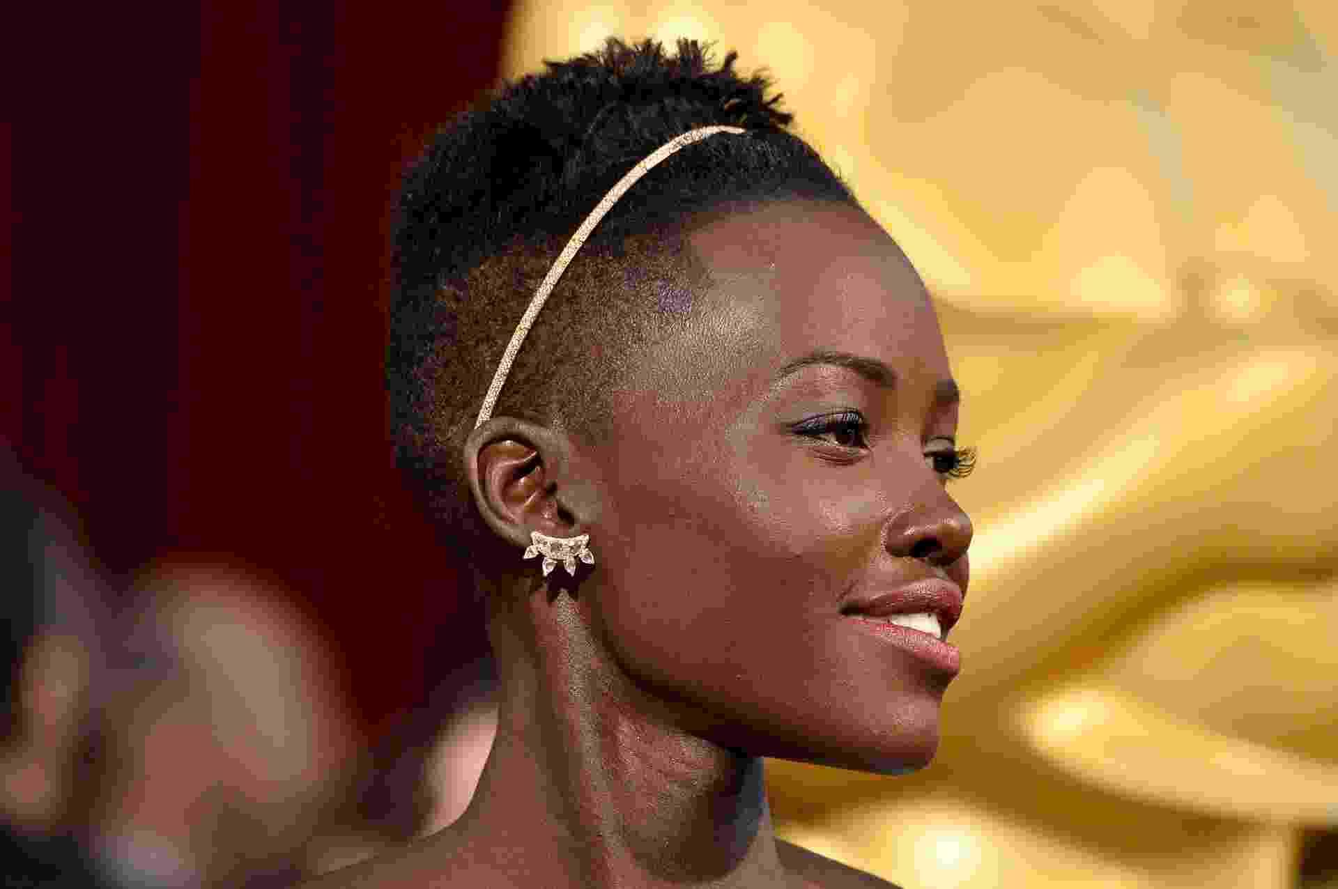 """Lupita Nyong'o recebe Oscar de Melhor Atriz Coadjuvante por """"12 Anos de Escravidão"""" - Frazer Harrison/Getty Images/AFP"""