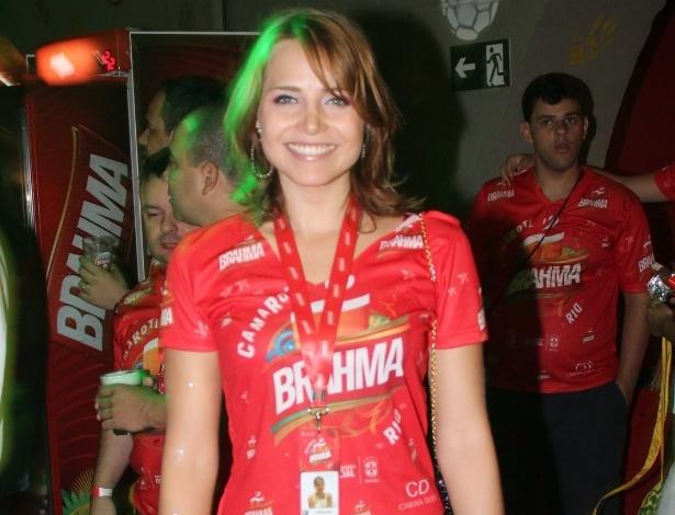 4.mar.2014 - A atriz Letícia Colin no camarote da Brahma no segundo dia de desfiles do Rio de Janeiro
