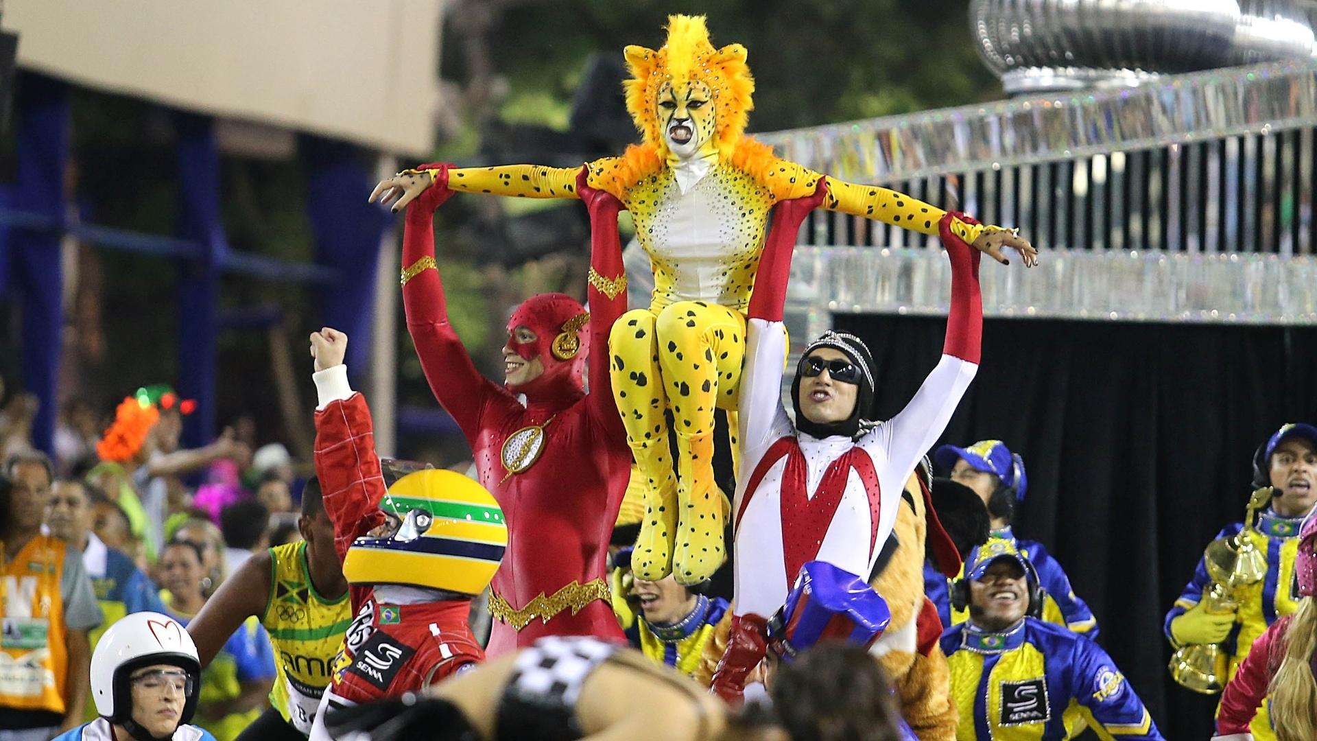 4.mar.2014 - A comissão de frente da Unidos da Tijuca com personagens velozes em homenagem a Senna
