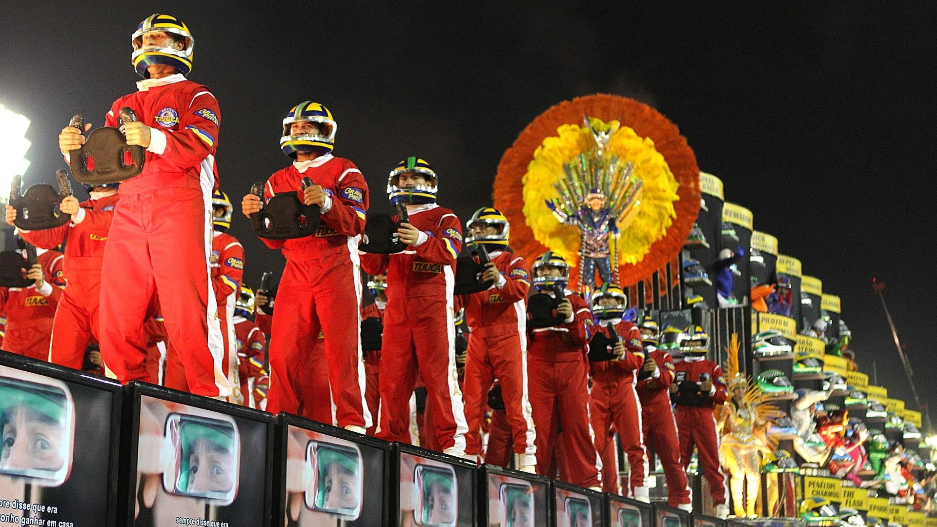 4.mar.2014 - A Unidos da Tijuca fecha os desfiles na Marquês de Sapucaí com o enredo