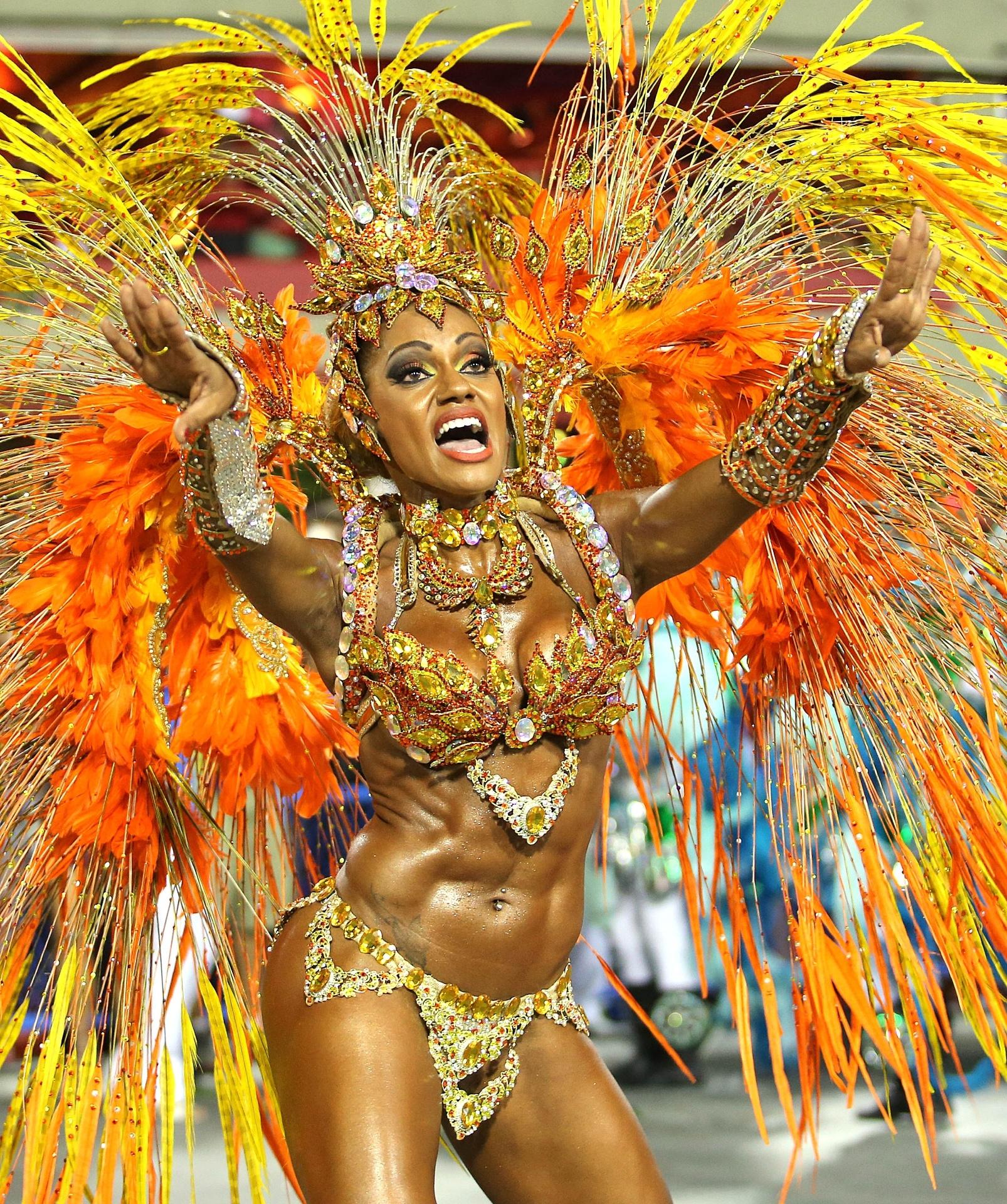 4.mar.2014 - Ana Paula Evangelista desfila pela Unidos da Tijuca