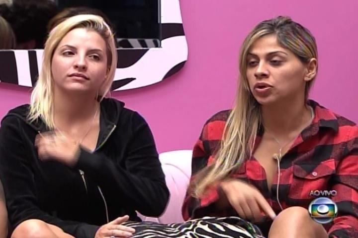4.mar.2014 - Clara revela para Ana Furtado que pretende aumentar o bumbum com próteses de silicone. Acho muito pequenininho meu bumbum e tenho preguiça de malhar.