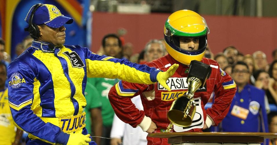 4.mar.2014 - Dançarino interpreta Ayrton Senna na comissão de frente da Unidos da Tijuca