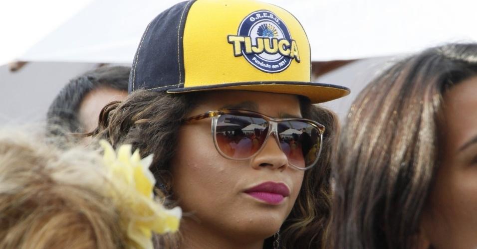 05.mar.2014 - A atriz e rainha de bateria da Unidos da Tijuca, Juliana Alves, acompanha apreensiva a apuração das notas no Rio de Janeiro