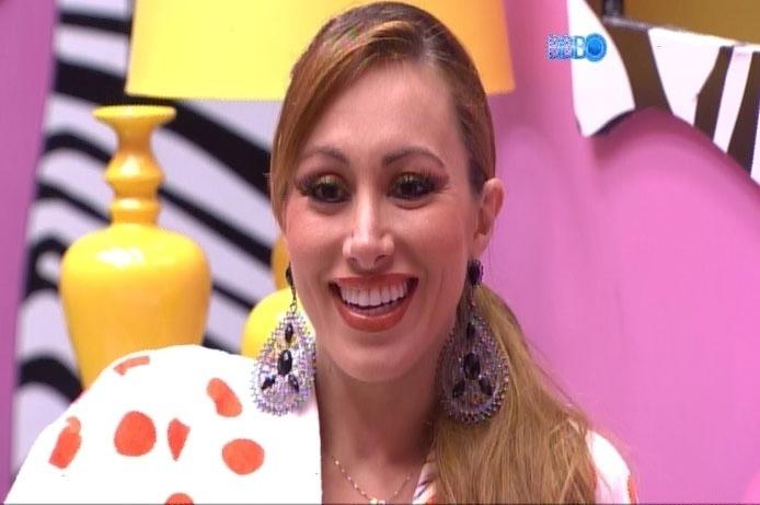 05.mar.2014 - Aline e Vanessa fazem fofoca sobre Zezé di Camargo e Luciano, Mari Alexandre e Netinho, respectivamente