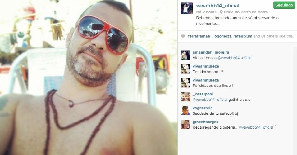 05.mar.2014 - Após curtir o Carnaval, Vagner publica foto na praia e escreve: