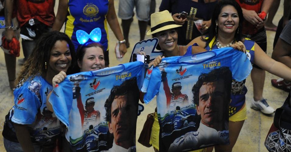 """05.mar.2014 - Com festa, quadra da Unidos da Tijuca celebra o título de campeã do Carnaval 2014 no Rio de Janeiro. O enredo deste ano foi """"Acelera, Tijuca!"""", que lembrou os 20 anos da morte de Ayrton Senna."""