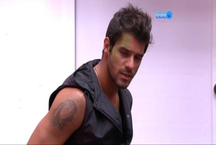 """05.mar.2014 - Diego diz que """"homem beijando homem é nojento e viro as costas"""""""